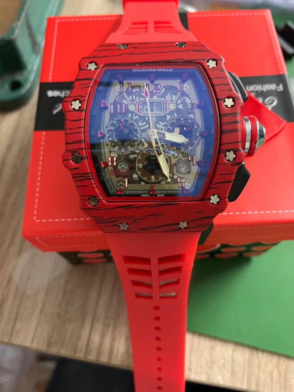 2020 New Top di lusso di alta qualità del Mens della vigilanza Quarzo Cronografo Mens Watch cinturino in gomma di sport degli uomini Orologi da polso maschile