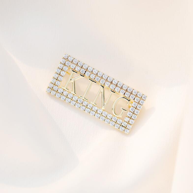Moda-2020 Europeia e criativa novo alfabeto rainha broche de diamante de moda botão cardigan pin terno broche americano