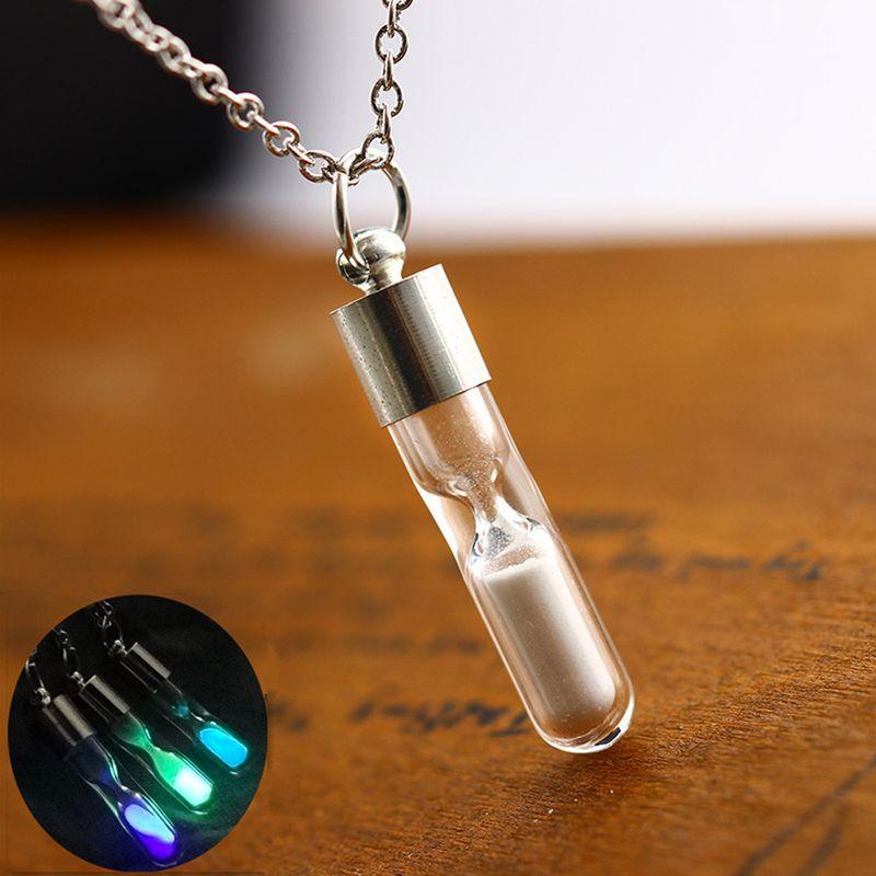 Nuevo resplandor en el tiempo oscuro reloj de arena Pendnat collares de cristal luminoso fósforo botella encanto para mujeres moda joyería regalo
