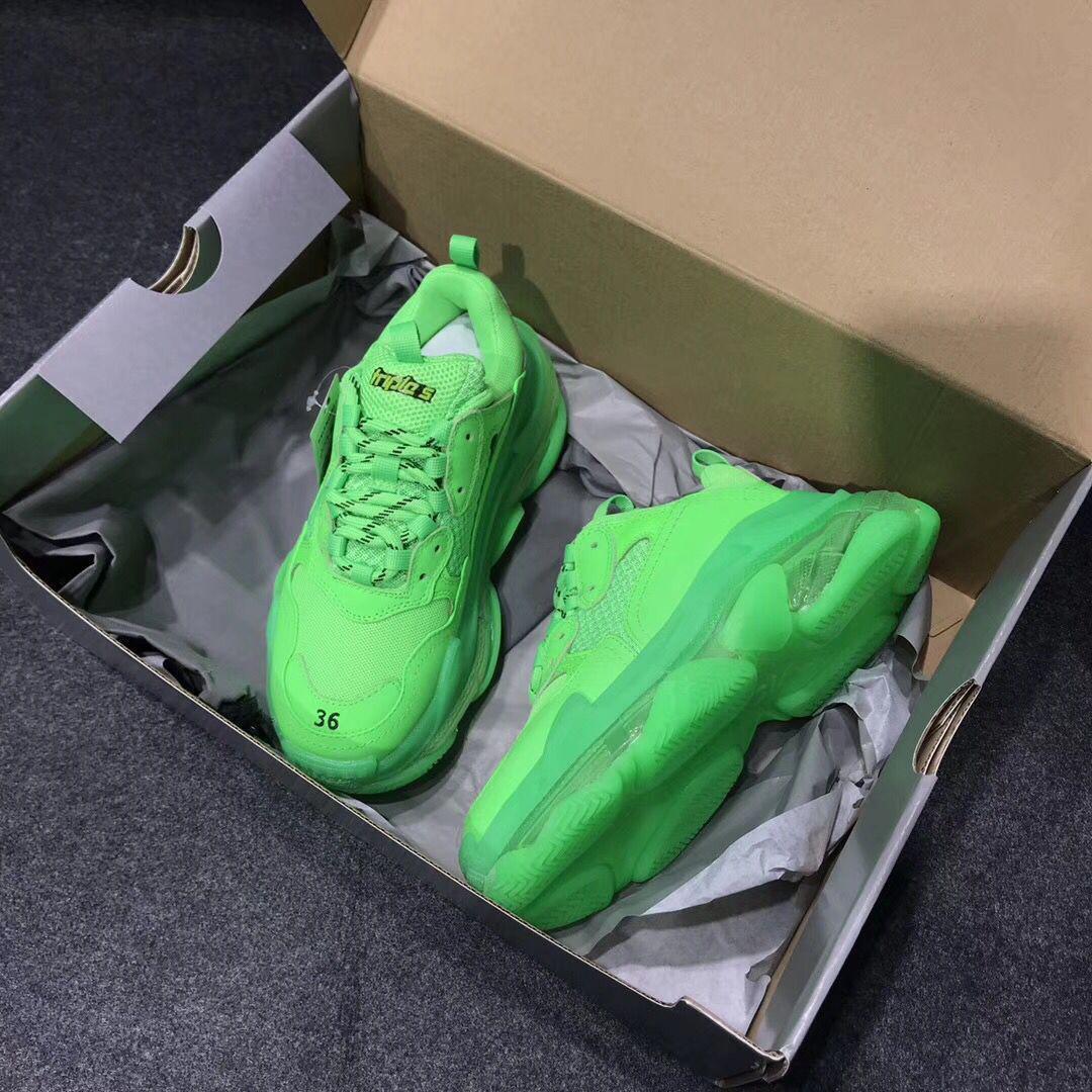 Chaussures de ville en cuir décontractées Designer Triple S Green Triple S Chaussures de ville en dentelle décontractée avec une conception transparente de semelle Livraison gratuite