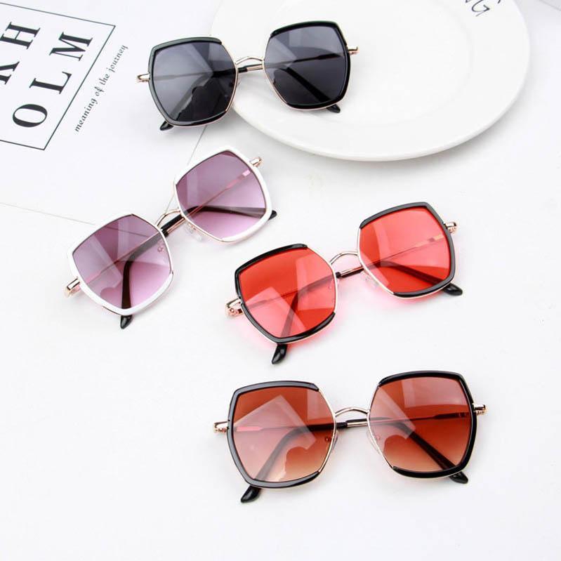 In 2020 neuen Ultraviolettbeweis Kinder Gläser Kinder Sonnenbrillen Harz Objektive Mädchen Sonnenbrille Junge Sonnenbrille Art und Weise Kindern Brille B107