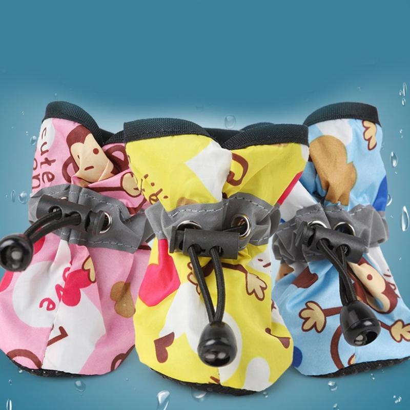 Antideslizante perro de mascota zapatos para la lluvia la nieve Botas Calzado reflectantes correa de lluvia zapatos Animales del perrito gatito llevan alimentos para mascotas a prueba de agua