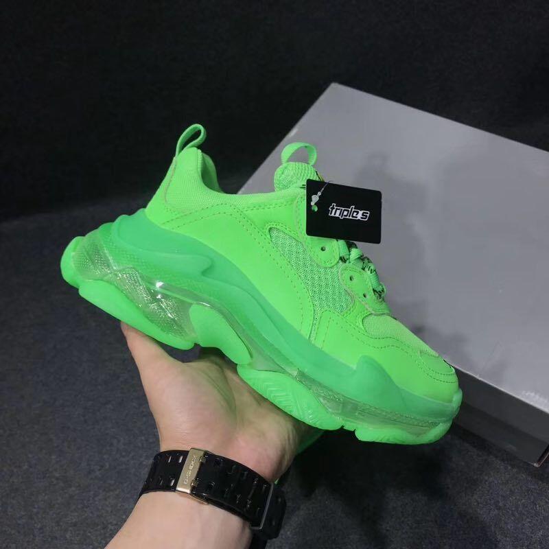 2020 Diseñador Triple S zapatos casuales de cuero de los hombres verde Triple S zapatilla de deporte de las mujeres zapatos casuales-top con cordones de los zapatos planos ocasionales con Clear Sole