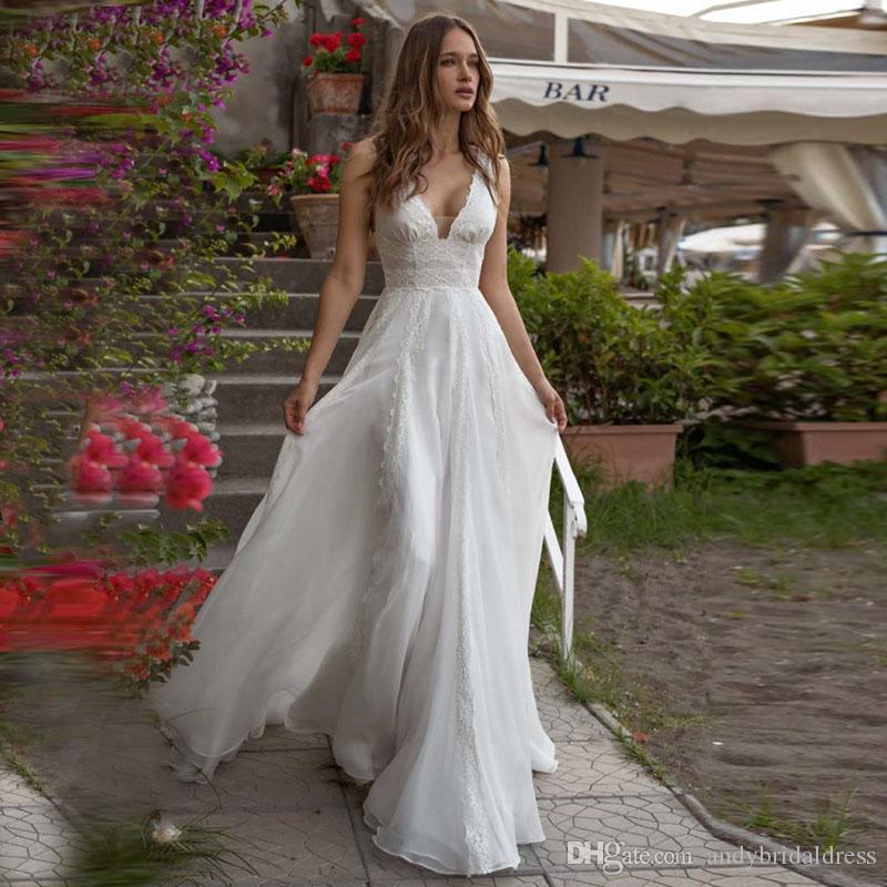 Nuevos Vestidos de boda con cuello en V profundos con cuello en V Boho Vestidos de novia de gasa de playa Vestidos de boda de tren de corte trasero con arco