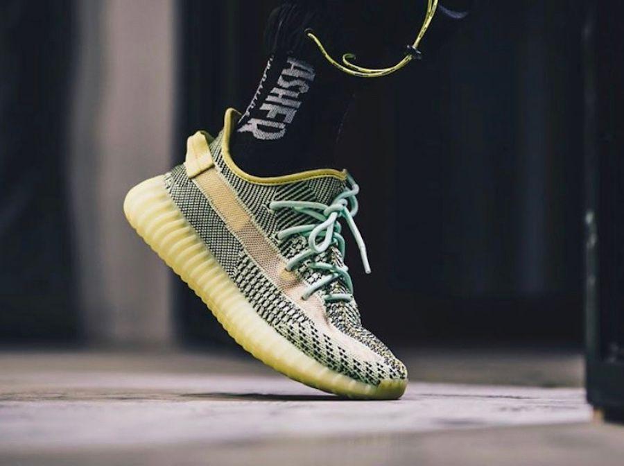 Kanye West original YEEZREEL V2 brillan en la oscuridad 3M reflectante Yecheil Yeshaya Zapatos Deportes Correr Negro Hombres Mujeres zapatillas de deporte con OG Box