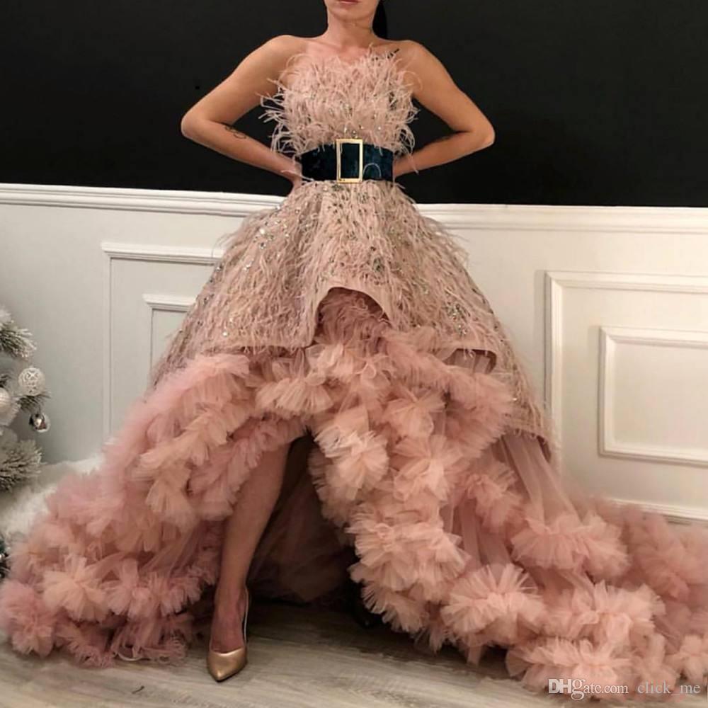 Piume di lusso Prom Dresses del partito del vestito da sera della celebrità Alto Basso Tappeto rosso senza spalline Maggiore perline Ruffles Tulle Abiti