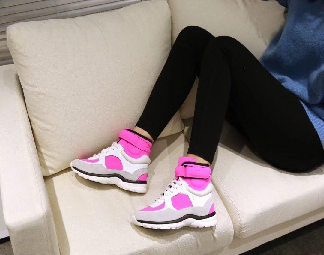 Фирменное наименование женщин Мужчины Повседневная обувь Дизайнер высокой Cut Leather Trainer Walking кроссовок Sneaker На продажу fm02