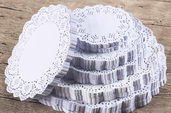 Cake oil-absorbin paper Creative Vintage Napkin Romantic Hollowed Lace Paper Doilies Cake Holder Crafts Paper Doyleys for Wedding Decoration