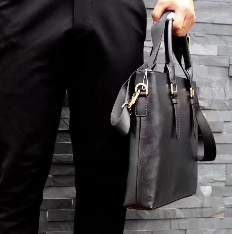 2020 Marken-Entwerfer-Männer Taschen Schulter-Aktenkoffer Schwarz-echtes Leder mit Gürtel Business Men Messenger Bag beste Qualität 39x28x6cm