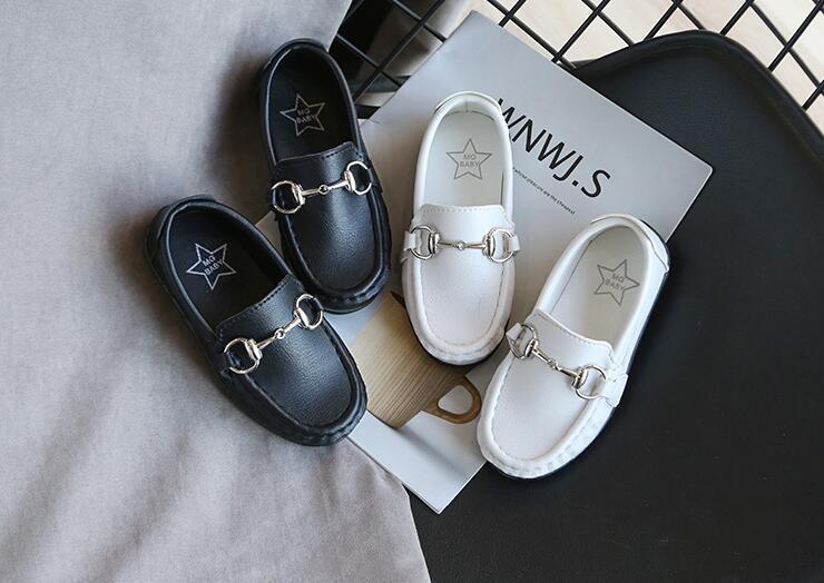 Çocuk deri ayakkabı erkekler 2020 ilkbahar ve sonbahar yeni stil erkek İngiliz bezelye ayakkabı yumuşak alt kaymaz tek pedallı bebek ayakkabıları erkekler