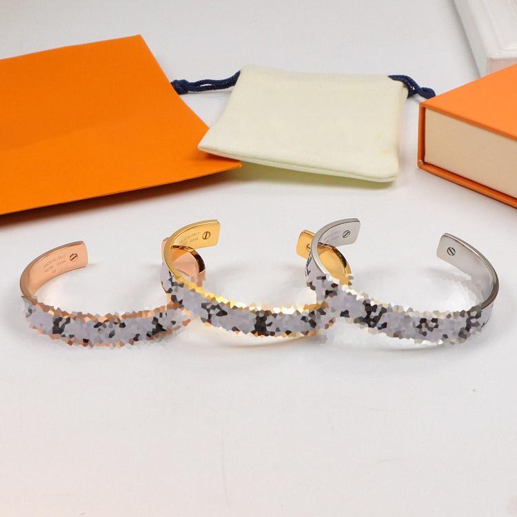 Adatti a nuovo Vecchio Fiore L Bracciali Uomini e donne rivestono di pelle Semiscircle Bracciale in acciaio di titanio di Stampa Lettera coppia braccialetti all'ingrosso