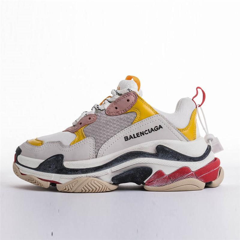 Top Quality Kanye West Paris Fashion Triple carrello Rosso Nero Uomo Donna Sport che fanno funzionare Shoes Sneakers Casual Shoes 36-45