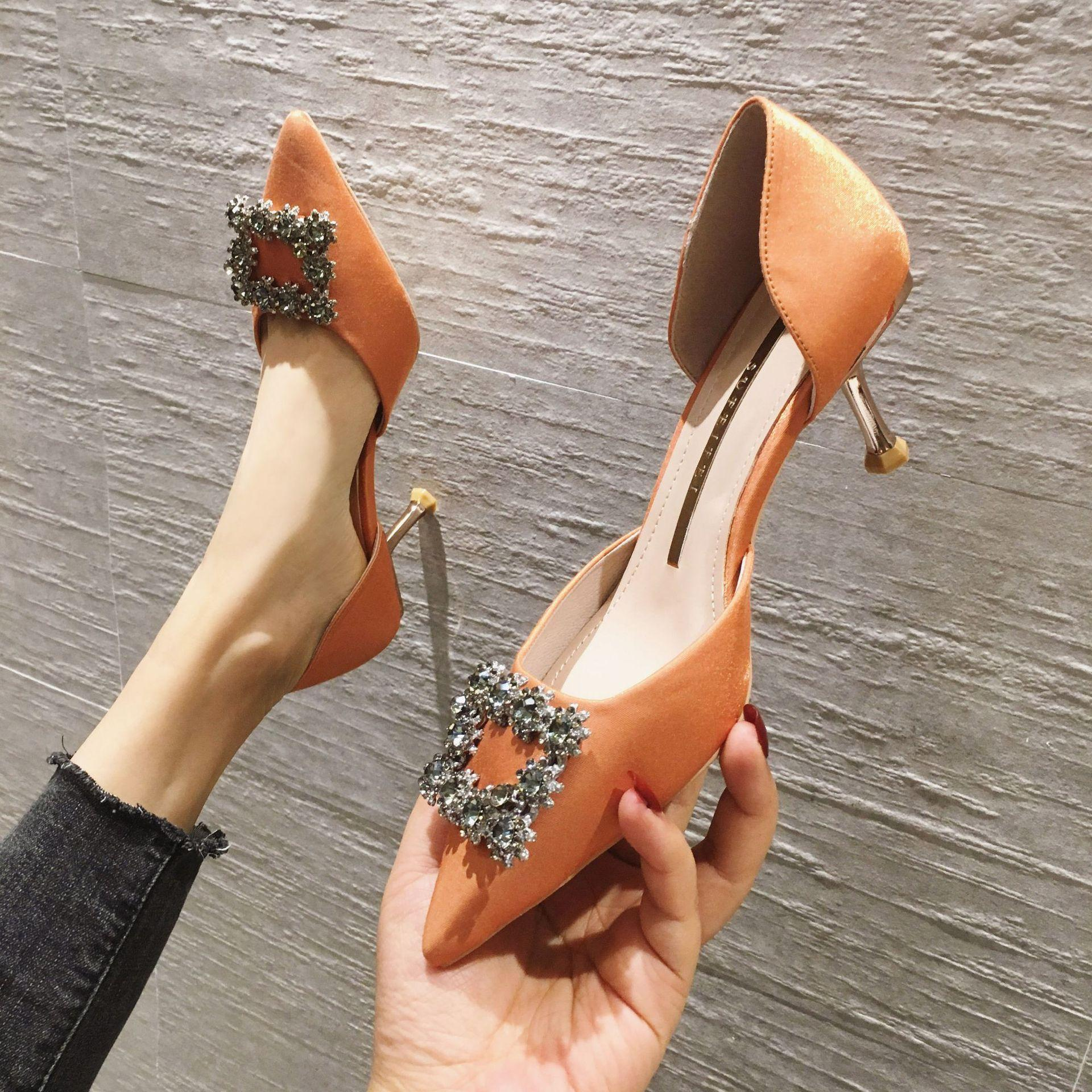 Chaussures de mariage de mariée design Mode pointue silencieux cristal mince talon talon talon talon haut talon chaussures noires pompes de sandale orange noir 2020