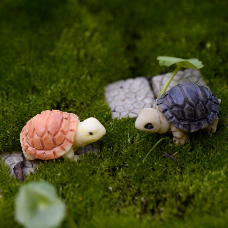Briofito caliente Micro Paisaje Plantas carnosas Dos tortugas pequeñas de color Conchas de tortuga Adornos de bricolaje Decoración del hogar Jardín en miniatura