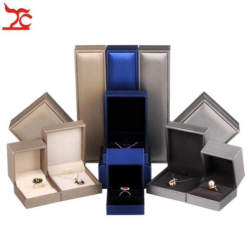 Depolama Organizer Kutusu Yüksek Kalite Packaging Stringy Işık PU Gümüş Altın Mavi Renk Yüzük Küpe Kolye Kolye Takı Seti