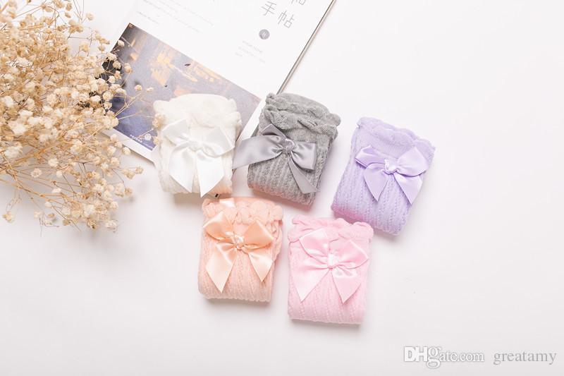 Neonate calzettoni graziosi bambini Scalda pizzo archi principessa piedino del cotone solido del tubo lungo bianco Calzini 1-6T
