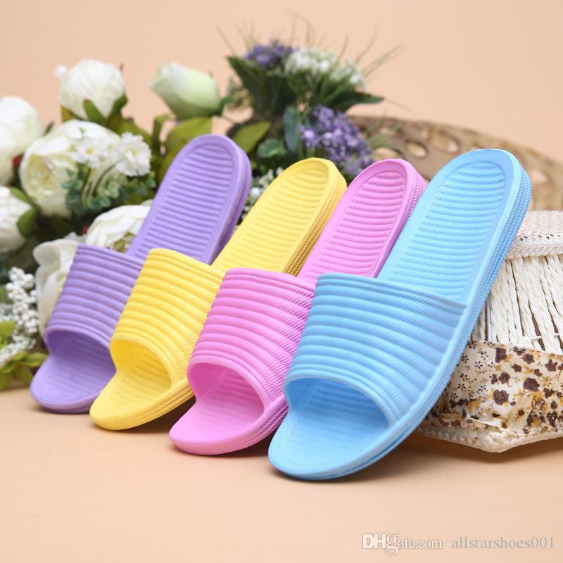 78 новые женские тапочки человек Весна резиновые пляжные сандалии большой размер 39-46 мода Повседневная обувь Дышащий свет человек обувь