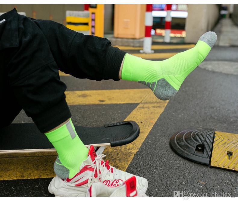 Haute qualité équipe de basket-ball chaussettes long tube hommes designer chaussettes épaississement sport elite sport chaussettes pour hommes fabricants vente chaude