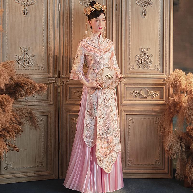 Alta qualità del vestito di colore rosa cinese tradizionale da sposa lungo Cheongsam rilievo Handmade della nappa qipao Retro Accappatoio
