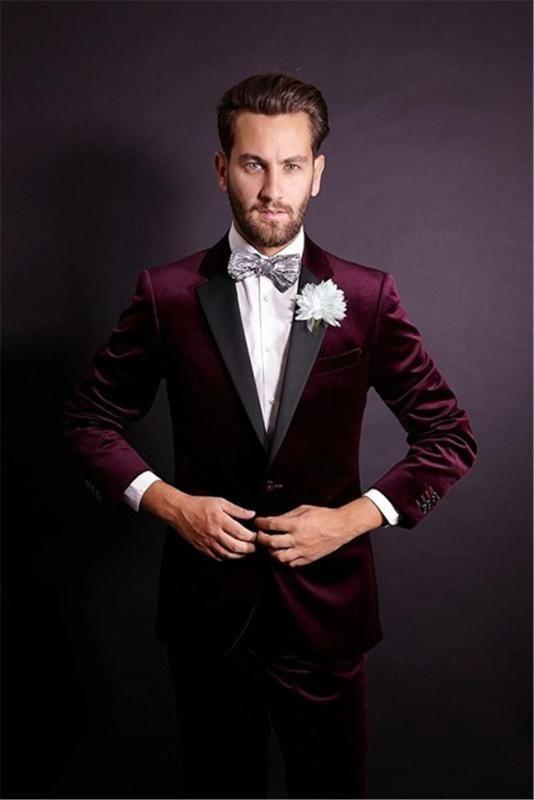 وسيم زر واحد يناسب الأحمر الداكن المخملية العريس البدلات الرسمية الشق التلبيب رفقاء أفضل رجل رجل حفلات الزفاف حفلة موسيقية (سترة + سروال + التعادل)
