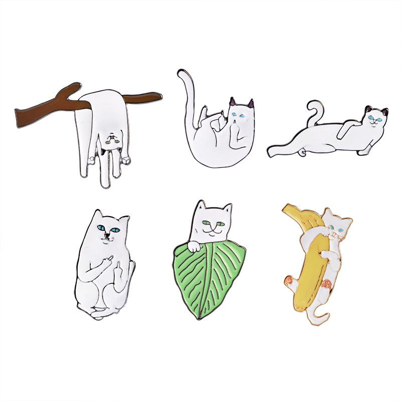 Animal Cartoon Enamel Funny Lazy Cats With Banana Design Brooch Pins Button Lapel Corsage badge child Fashion Jewelry Gift