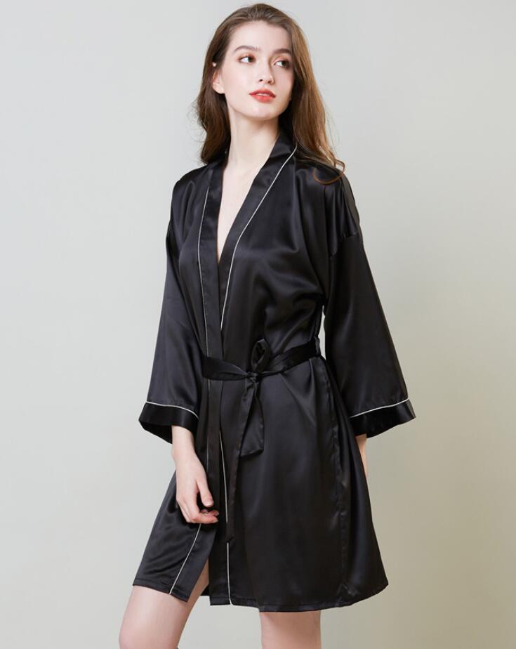 Pijama Roupa Início 2020 novo Lady Silk Pijamas Simulado Nightgown Mulheres Mid-longo da luva da manhã vestido Ice Silk Bath vestido da mulher