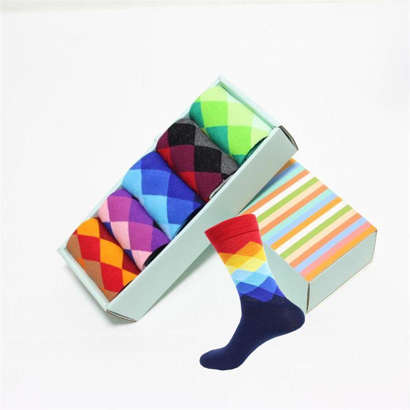 Marka yeni mutlu çorap erkekler hediye kutusu 5 çift / grup yüksek kalite erkek elbise çorap erkek ve erkek moda renkli büyük kafes çorap