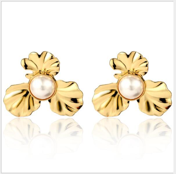 Retro Persönlichkeit Blume übertrieben Legierung Textur Ohrringe einfaches Temperament Perle earrings271