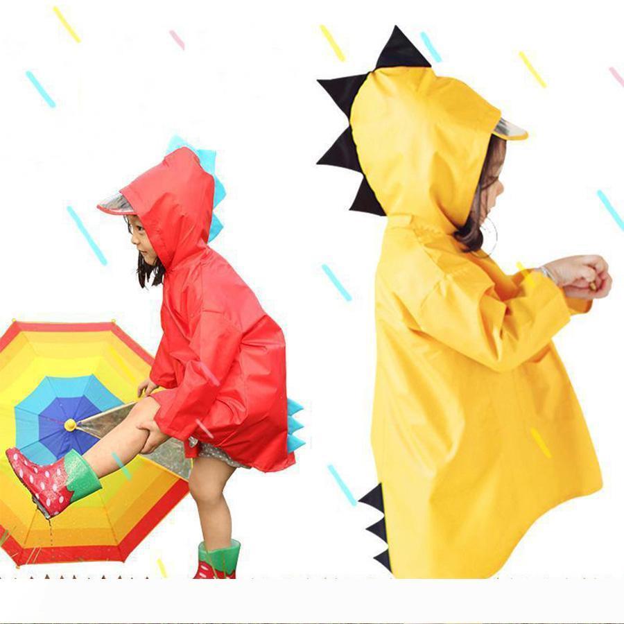 Tragbare Jungen Mädchen windundurchlässige wasserdichte Wearable Poncho Kinder nette Dinosaurier-geformte Kapuze Kinder Gelb Rot Raincoats DH0752