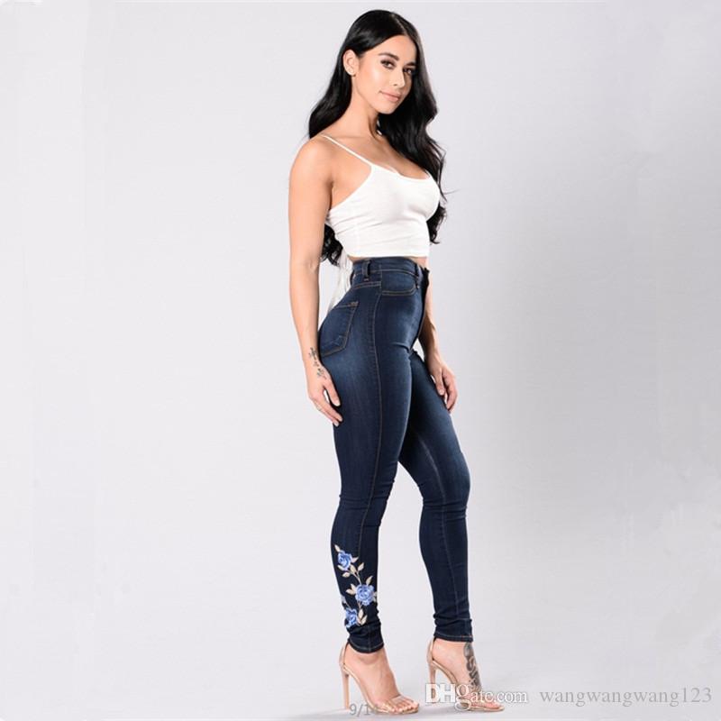 سيدة عادية جينز سروال أوروبا روسيا الاتجاه الجديد الزهور التطريز الجينز الأزرق لطيف القطن الدينيم المرقعة جيوب زر سحاب سروال طويل