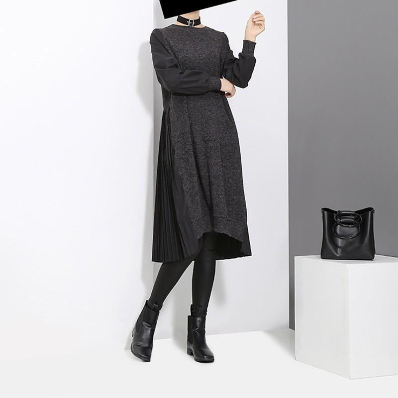 [EAM] 2020 neuer Frühling-Rundhalsausschnitt Langarm Schwarz Zurück Plissee Split Joint loser unregelmäßiges Kleid Frauen Fashion Tide JD487 MX200319