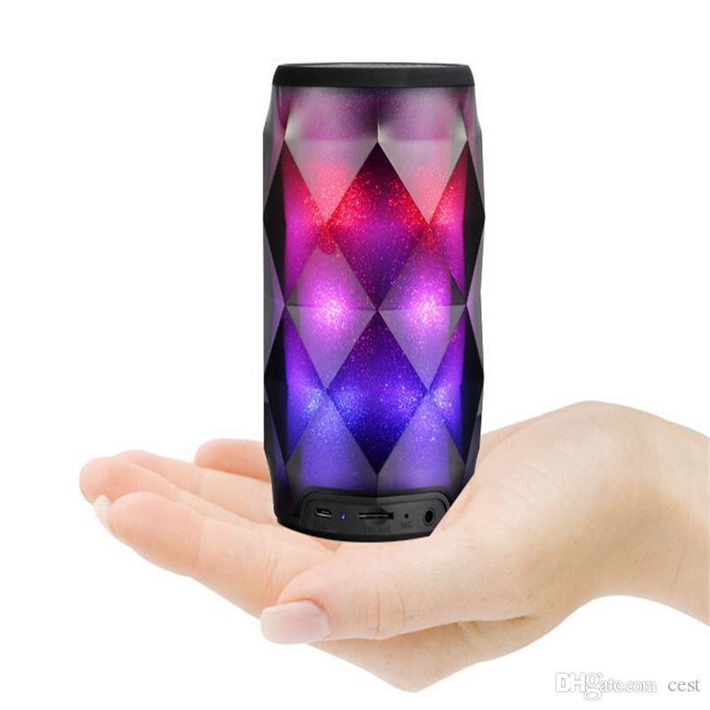 Portable Bluetooth haut-parleur LED lampe haut-parleur Colorfull sans fil Bluetooth Bluetooth Subwoofer Profond Stéréo Mini Haut-parleurs portables