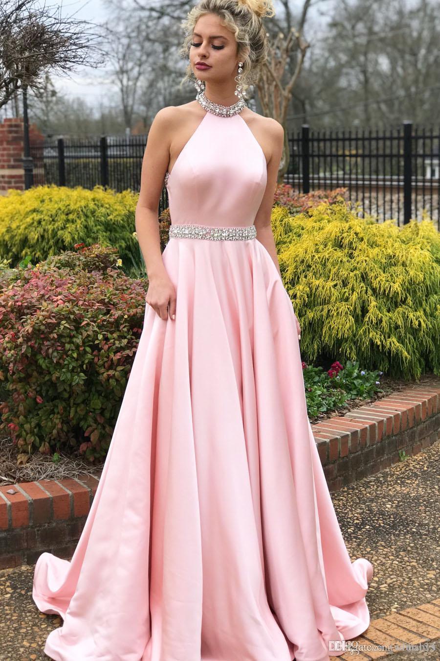 Sin mangas Con cuentas de cristal Halter cuello sin respaldo satinado rosa vestido de noche vestidos de fiesta de graduación largos vestidos de baile por encargo