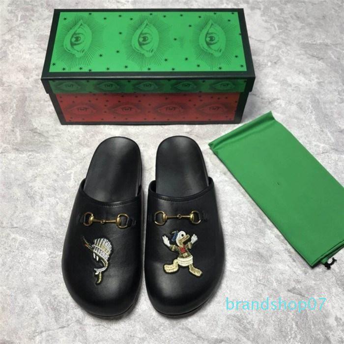 La serie diseñador sandalias de cuero Negro con estampados de animales, zapatos de cuero planas grandes para los hombres