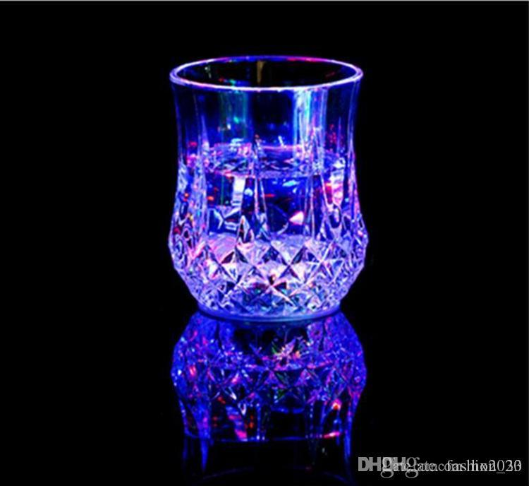 Creative Light Up LED Cups Automatic Flashing Drinking Cup Mugs Color Changing Beer Whisky Glass Cup For Bar Club Party Supplies YD0464