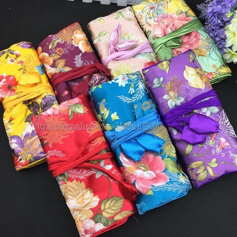 Venta al por mayor oriental chino de seda organizador de envoltura de joyería rollo de viaje bolsa de maquillaje bolsa de la caja 2 unids color al azar