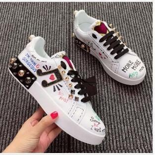 New Designer Flats en cuir Chaussures Femme Classique Casual Luxury Franch Marque broderie rivet Chaussures Note Walking Runnig durable BF01