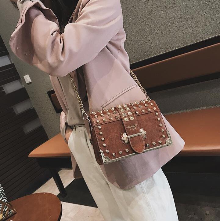 Заводской бренд женщины сумочку новый флип кожаный мешок плеча личности заклепки панк цепи мешок уличной моды кожа сумка