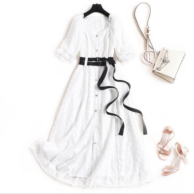 Neue europäische und amerikanische Frauenkleider für den Frühling 2020 Fünf-Minuten-Ärmel V-Ausschnitt Mode besticktes Einreiher-Kleid