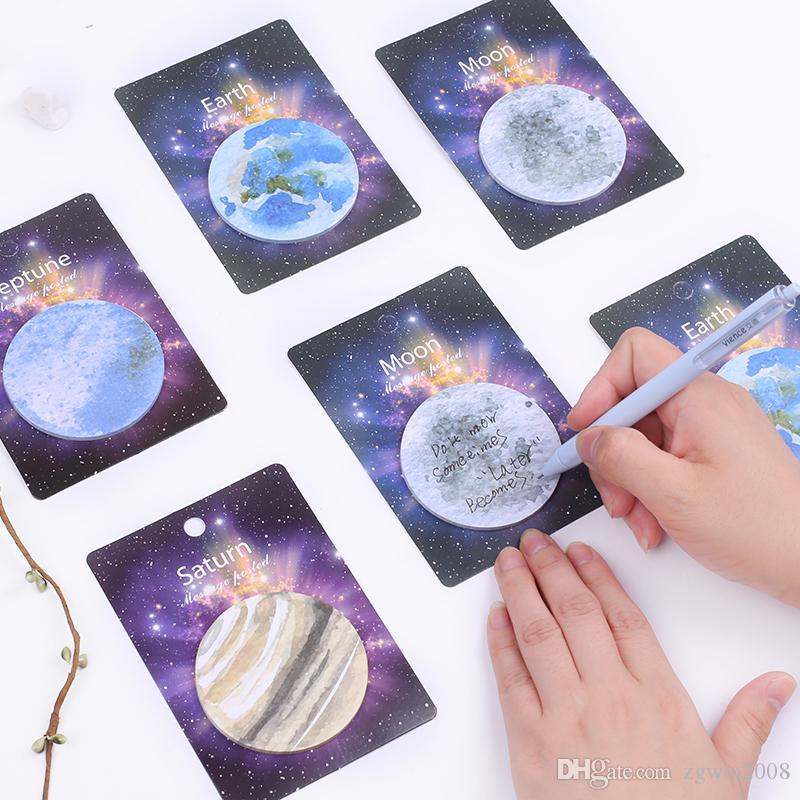 50 Pçs / lote Terra Saturno Netuno Lua Mini Planeta Memo Pad N Vezes Sticky Notes Adesivos de Papelaria Escritório Escola Acessórios Suprimentos