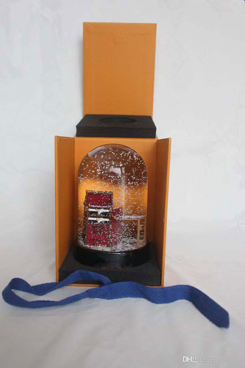 2019 nuevo bola de nieve con el regalo de Navidad de la novedad especial decoración interior de la bola de cristal con caja de regalo para los clientes de la marca L VIP de lujo