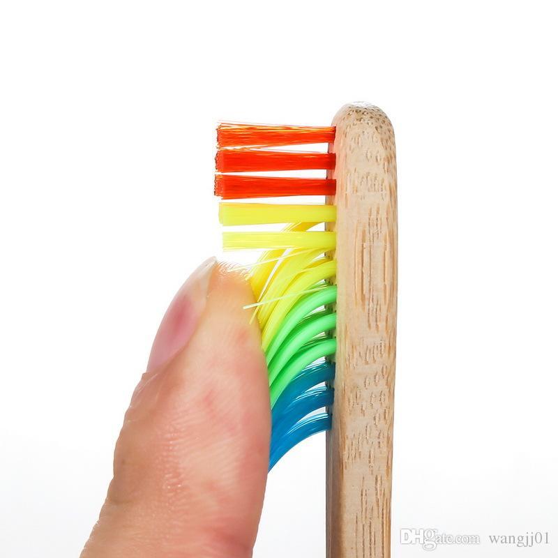 Hotel de moda cepillo de dientes cepillo de dientes Pareja medio ambiente oral de madera del arco iris Negro Blanco de carbón de bambú cepillo de cerdas suaves del hogar