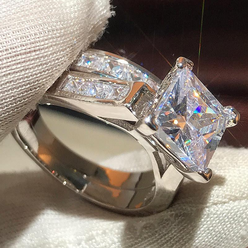 USTAR 광장 큰 CZ 돌 2 개 반지 여성 빛나는 크리스탈 손가락 결혼식 약혼 반지 여성 패션 ANEL 설정