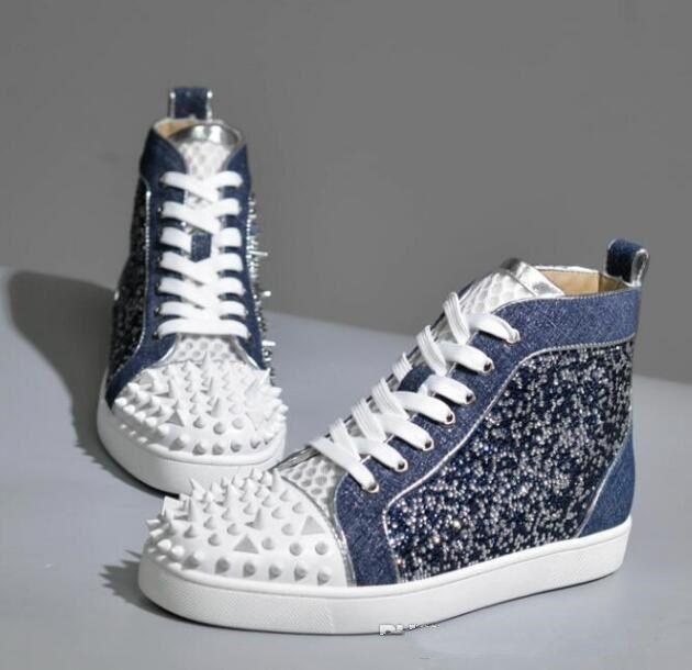 الموسم الجديد الأحمر أسفل حذاء رياضة بلا حدود احذية نوع من الكريستال المسامير، وأعلى جودة الأحمر الوحيد السامي قص أحذية ترصيع المسامير مصمم العلامة التجارية أحذية عارضة