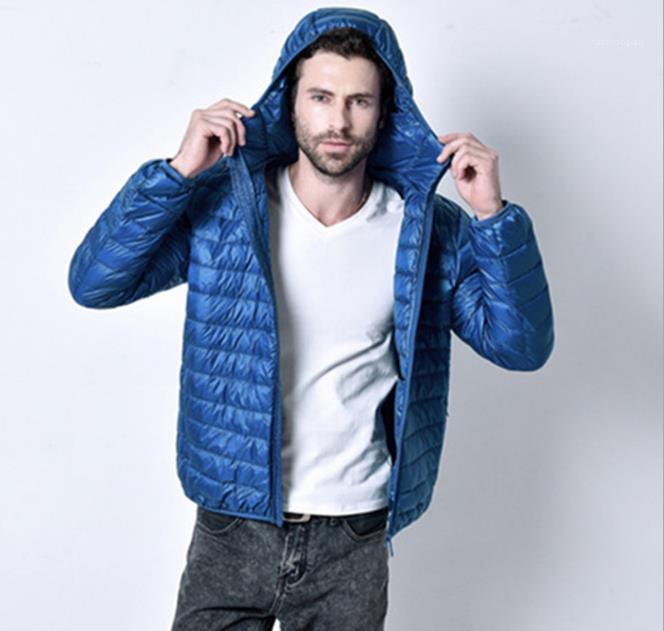 Abbigliamento Uomo Inverno colore solido Outerwear girocollo chiusura lampo di modo sottile con il cappello a maniche lunghe Homme