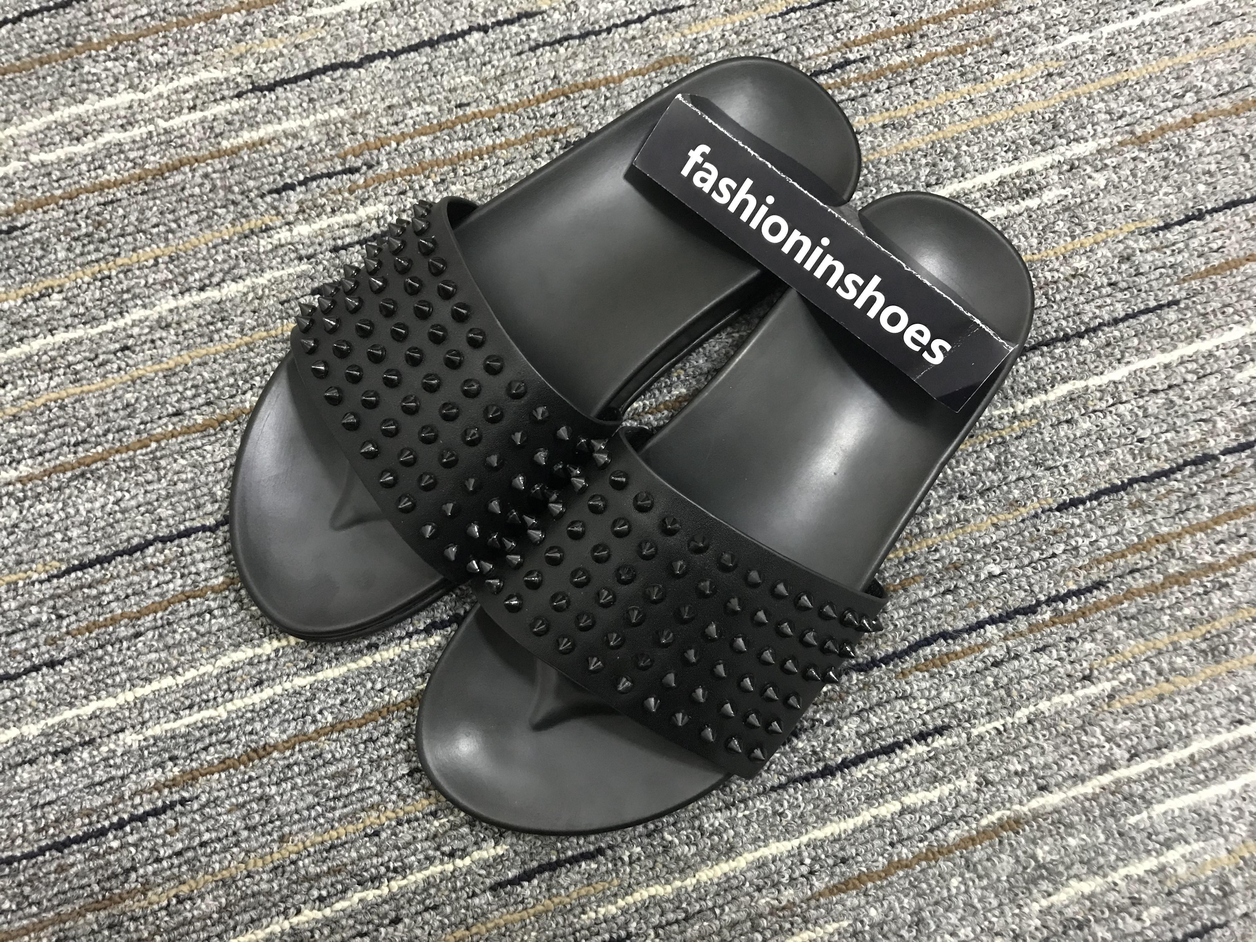 Zapatillas para hombre Bottoms rojos Piscina Diversión Pisos de lujo de lujo Picamentos Flip Playa Diapositivas Mareas Masculinas Slippers Non-Slip Cuero Mens Casual Shoes