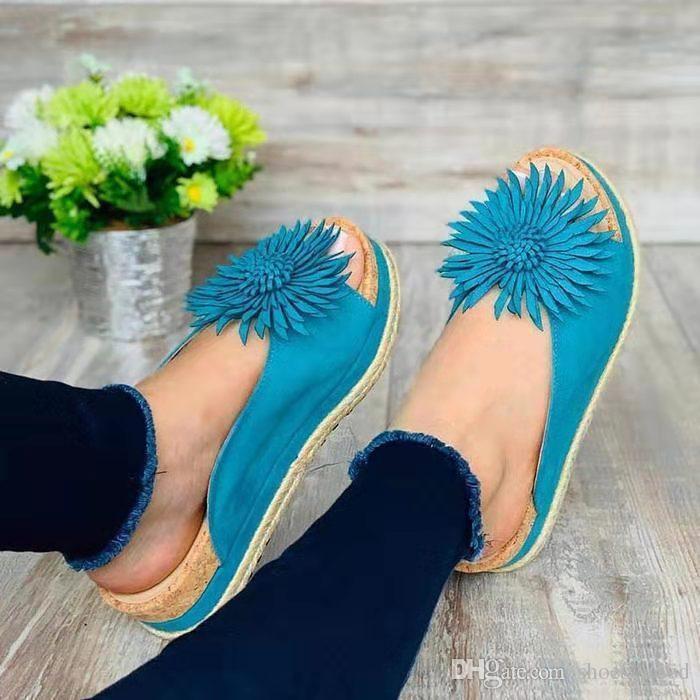 Neue PU-Pantoffel-europäische amerikanische Frauen-Sandelholz-Schuh-Art- und Weiseblumendekoration PU-lederne Schuh-Pantoffel-Abnutzungsspuren bequem zu tragen