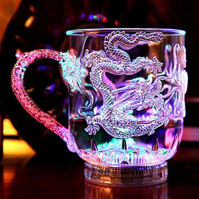 LED Flash Magic Color Mudando Dragão Cup Água ativado Light-Up Beer Café Vinho Leite Whiskey Bar Caneca de viagem criativa