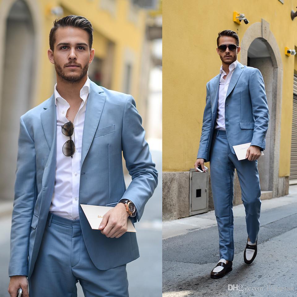 Moda Light Blue Groom Tuxedos Trim Fit Boda Tuxedos Trajes de hombre para la fiesta de bodas Prom Traje de solapa con muesca Padrino de boda traje de los pantalones