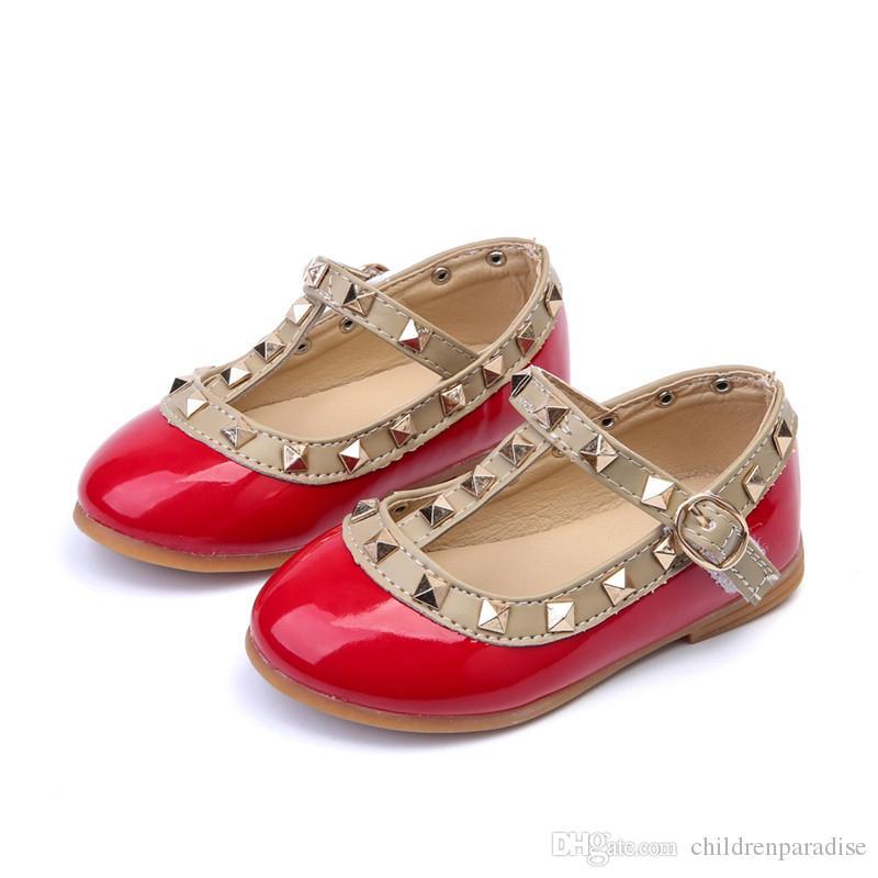 Niños Bebé Zapatos de cuero para niños niñas sandalias zapatos para niñas princesa de cuero zapatos remaches niños zapatos de cuero de moda plana
